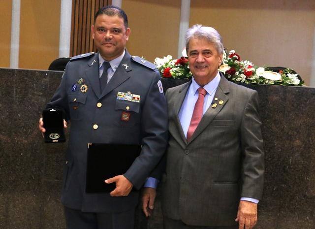 A Medalha João Ramalho foi concedida ao subtenente da Polícia Militar Carlos Alberto da Silva